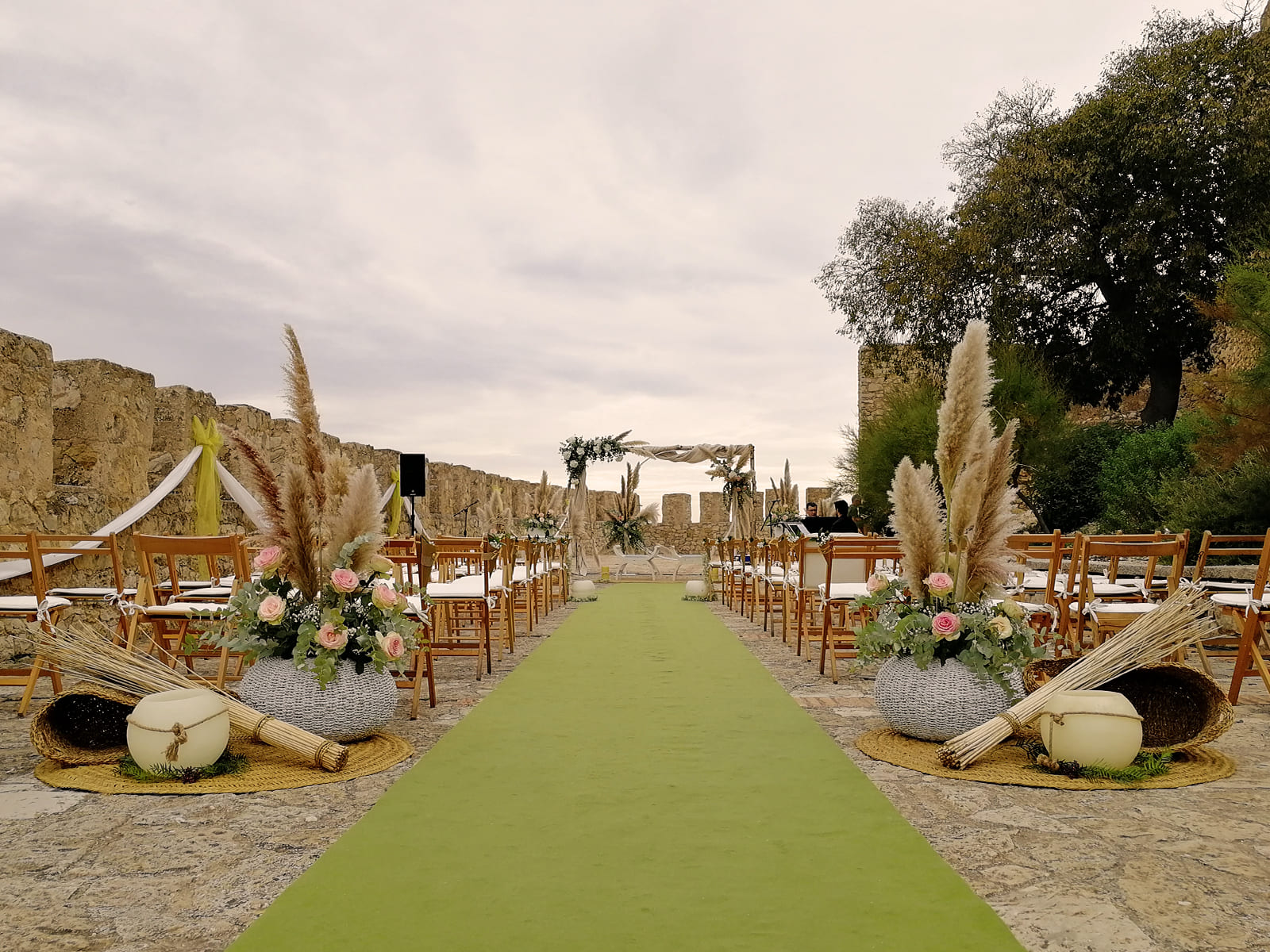 boda-civil-castillo-tonos-verdes-LJ-03_HIDROJARDIN-Bañeres