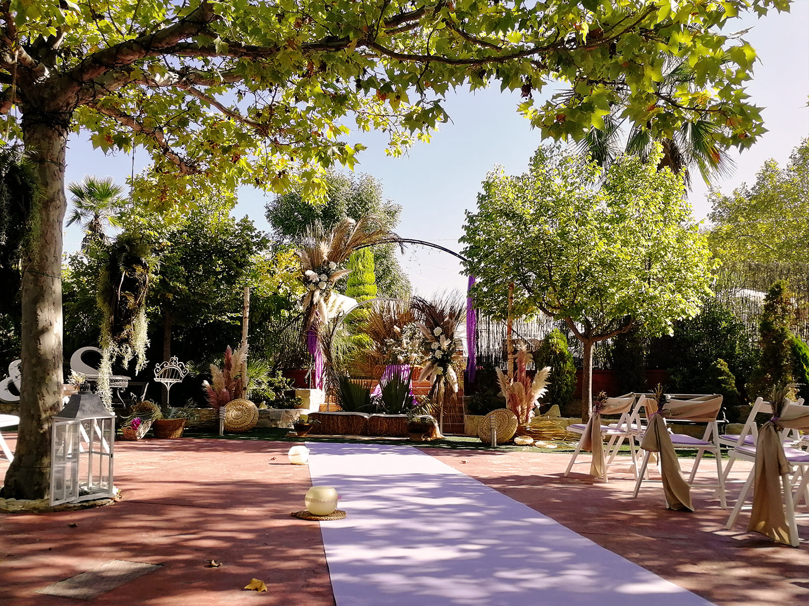 boda-civil-rupestre-personalizada-tonos-morados-SJ-02_HIDROJARDIN-Bañeres