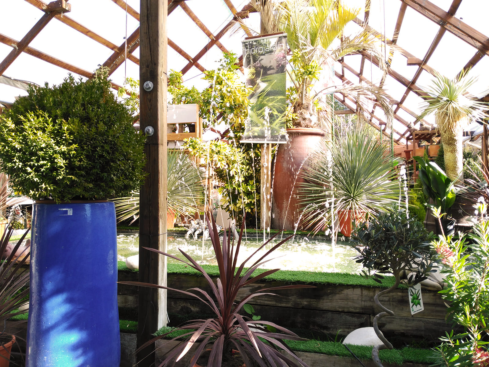 centro-jardineria-garden-invernadero-artesanal-madera-fuente-03_HIDROJARDIN-Bañeres