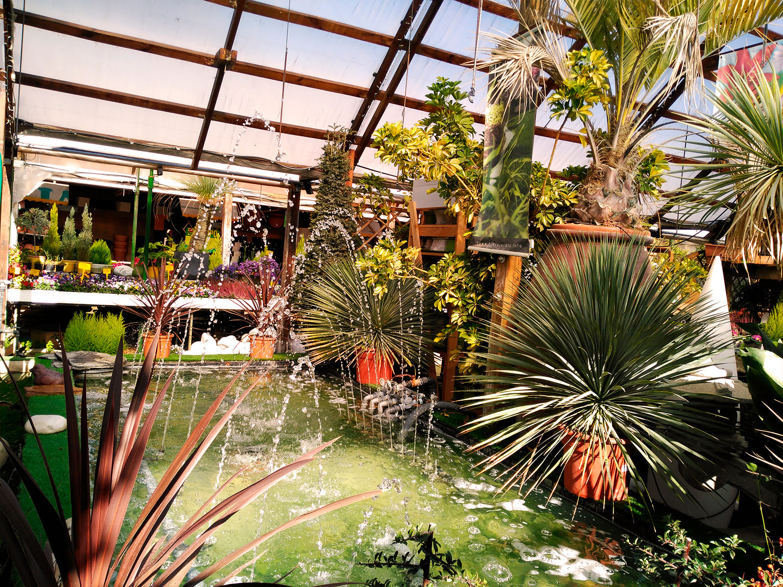 centro-jardineria-garden-invernadero-artesanal-madera-fuente-05_HIDROJARDIN-Bañeres