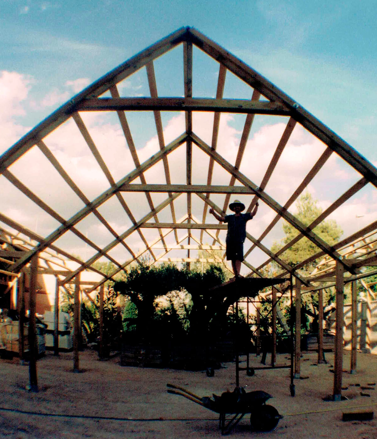 construccion-invernadero-madera-artesanal-01_HIDROJARDIN-Bañeres
