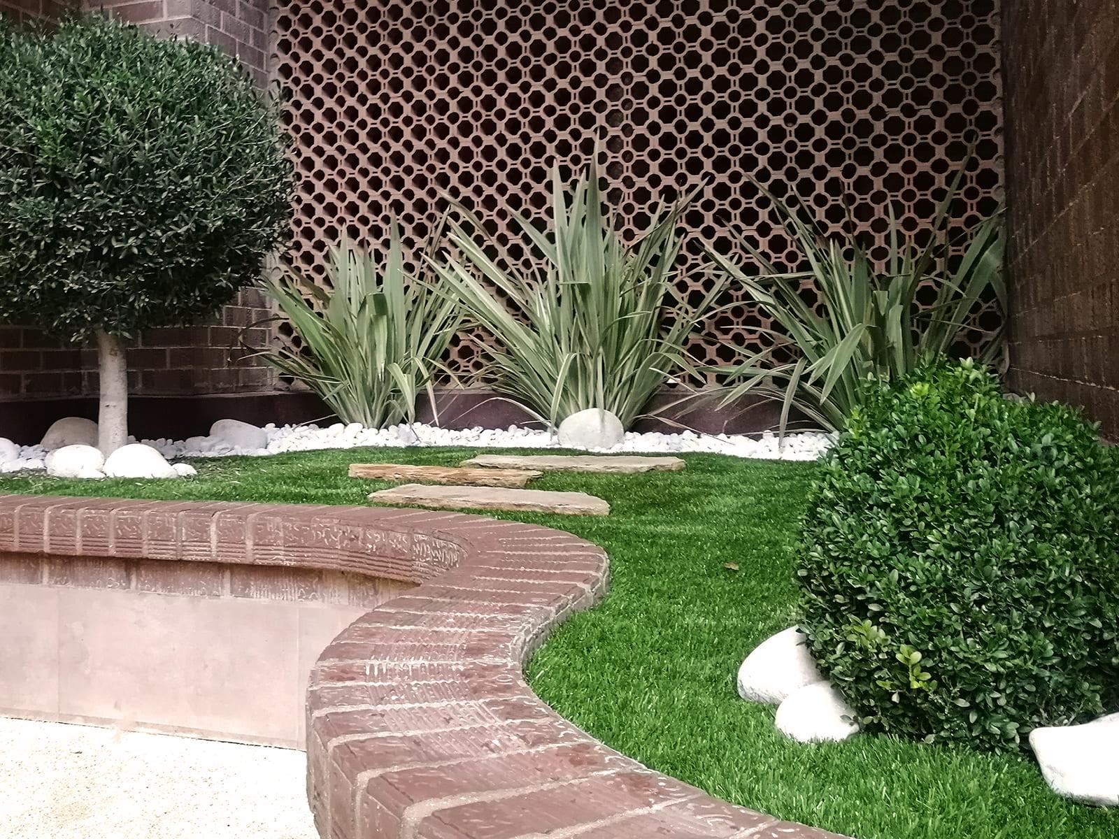 diseño-exteriores-jardineras-CA-02_HIDROJARDIN-Bañeres