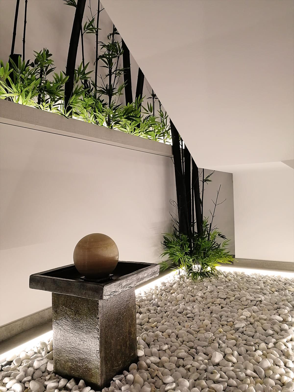 diseño-interiores-entrada-vivienda-escalera-bambu-JM-04_HIDROJARDIN-Bañeres