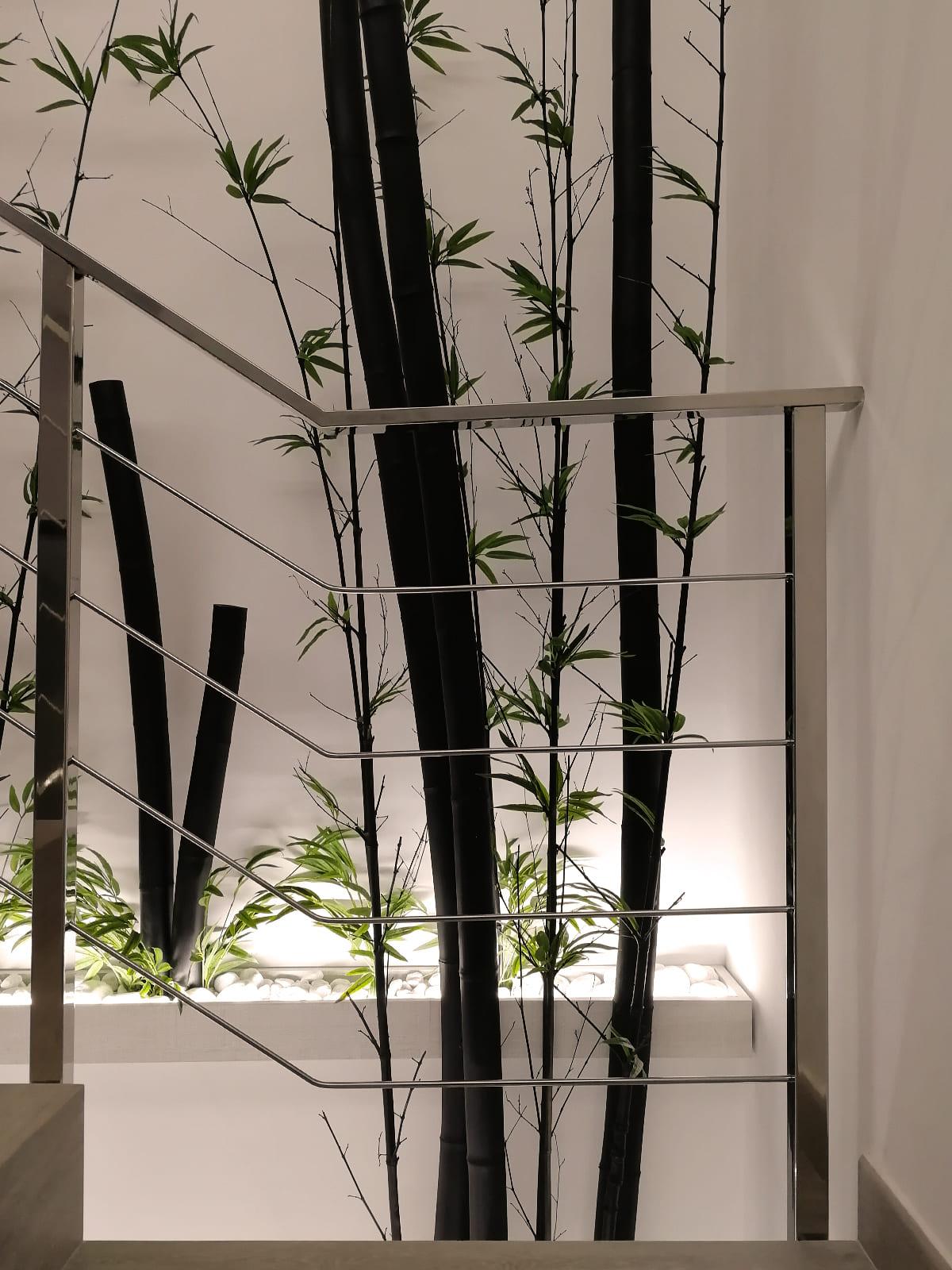 diseño-interiores-entrada-vivienda-escalera-bambu-JM-06_HIDROJARDIN-Bañeres