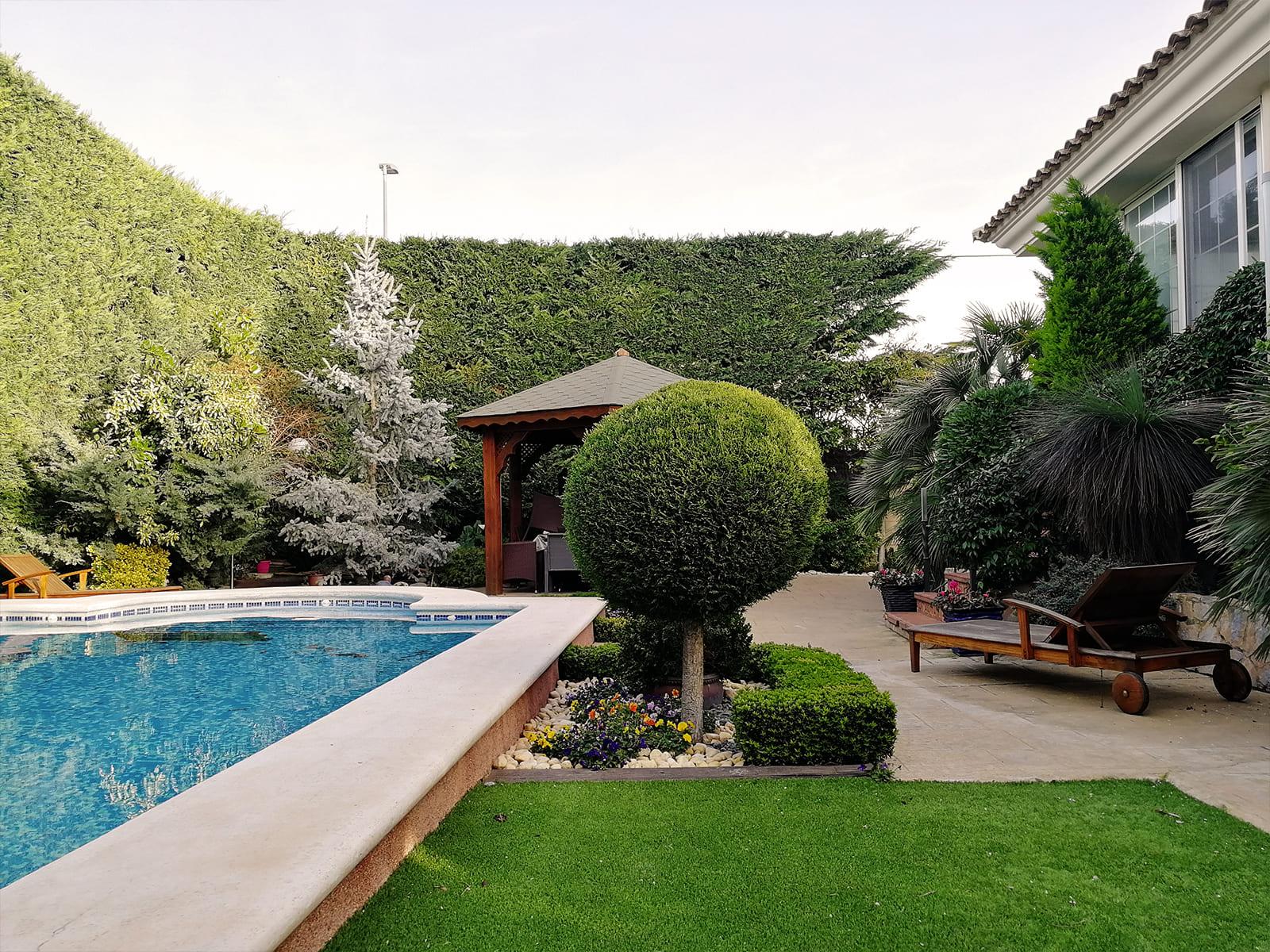 diseño-jardines-jardin-piscina-IN-03_HIDROJARDIN-Bañeres