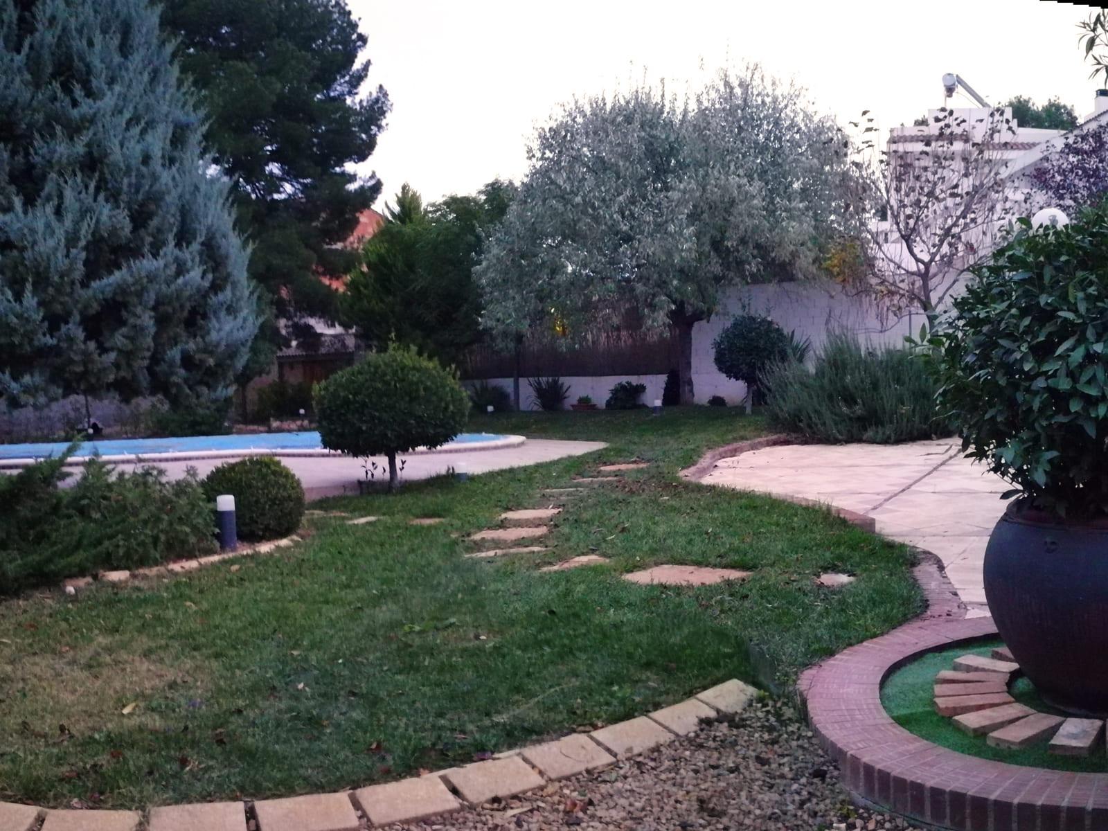 diseño-jardines-zona-piscina-CM-02_HIDROJARDIN-Bañeres