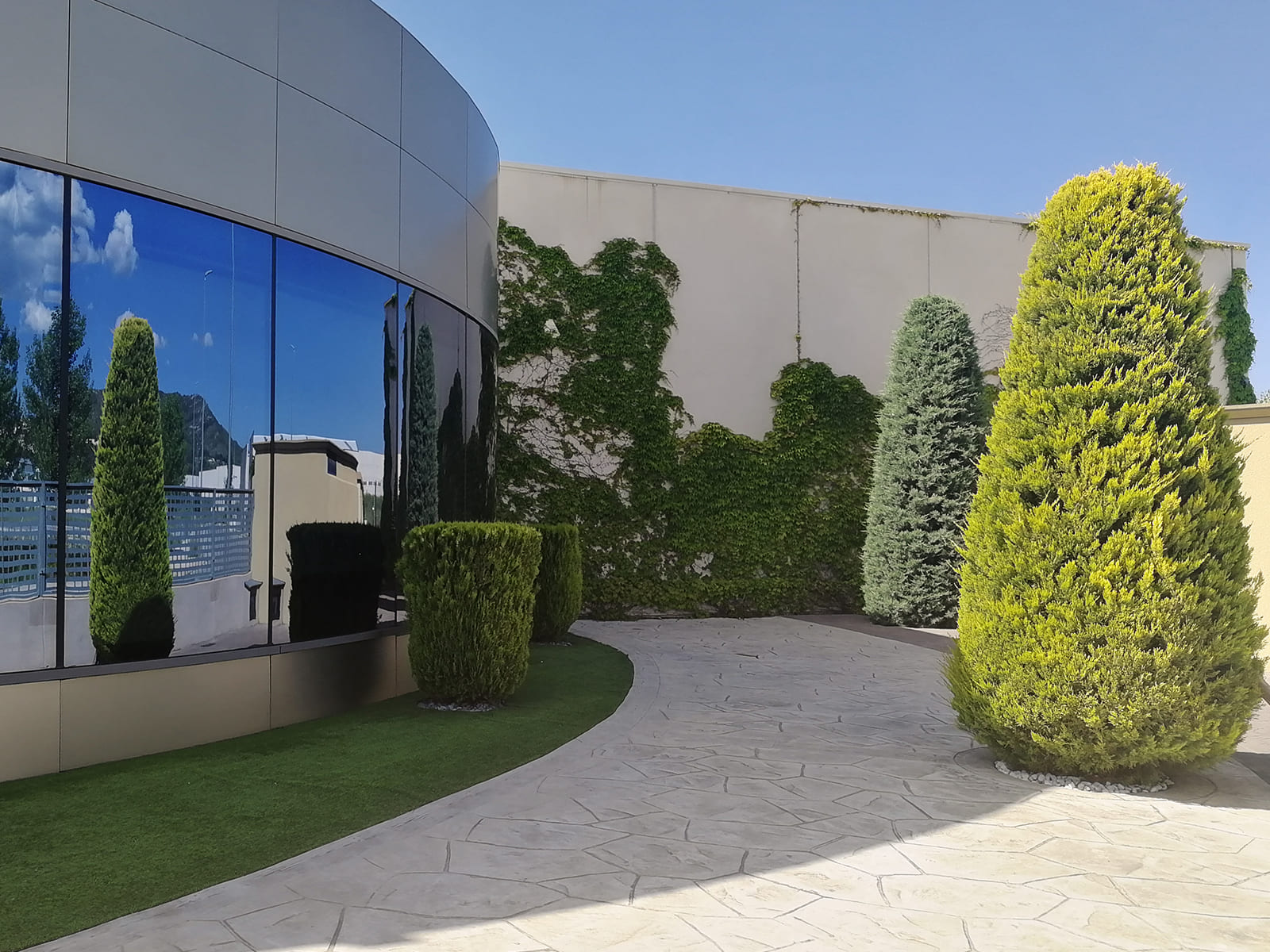 diseño-exteriores-entrada-empresa-FF-03_HIDROJARDIN-Bañeres