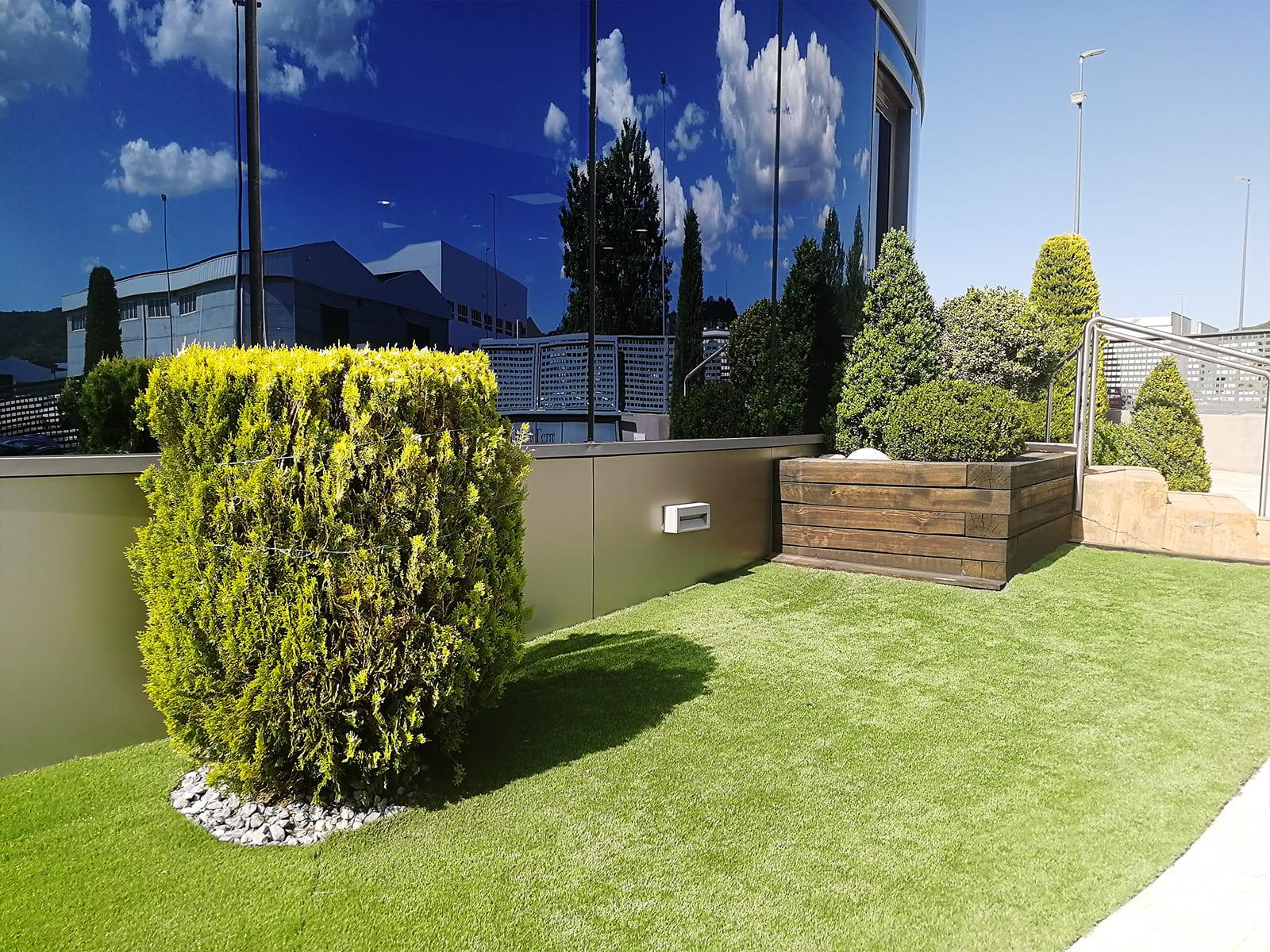diseño-exteriores-entrada-empresa-FF-04_HIDROJARDIN-Bañeres