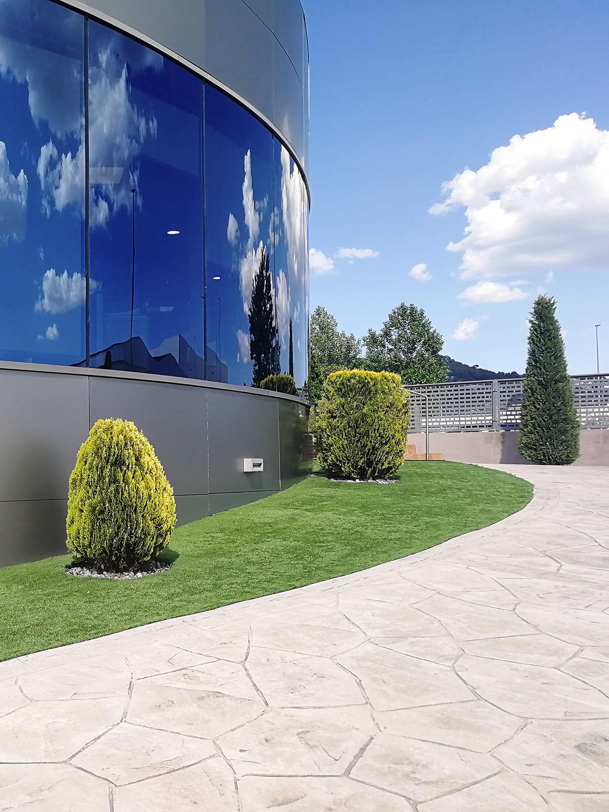 diseño-exteriores-entrada-empresa-FF-07_HIDROJARDIN-Bañeres