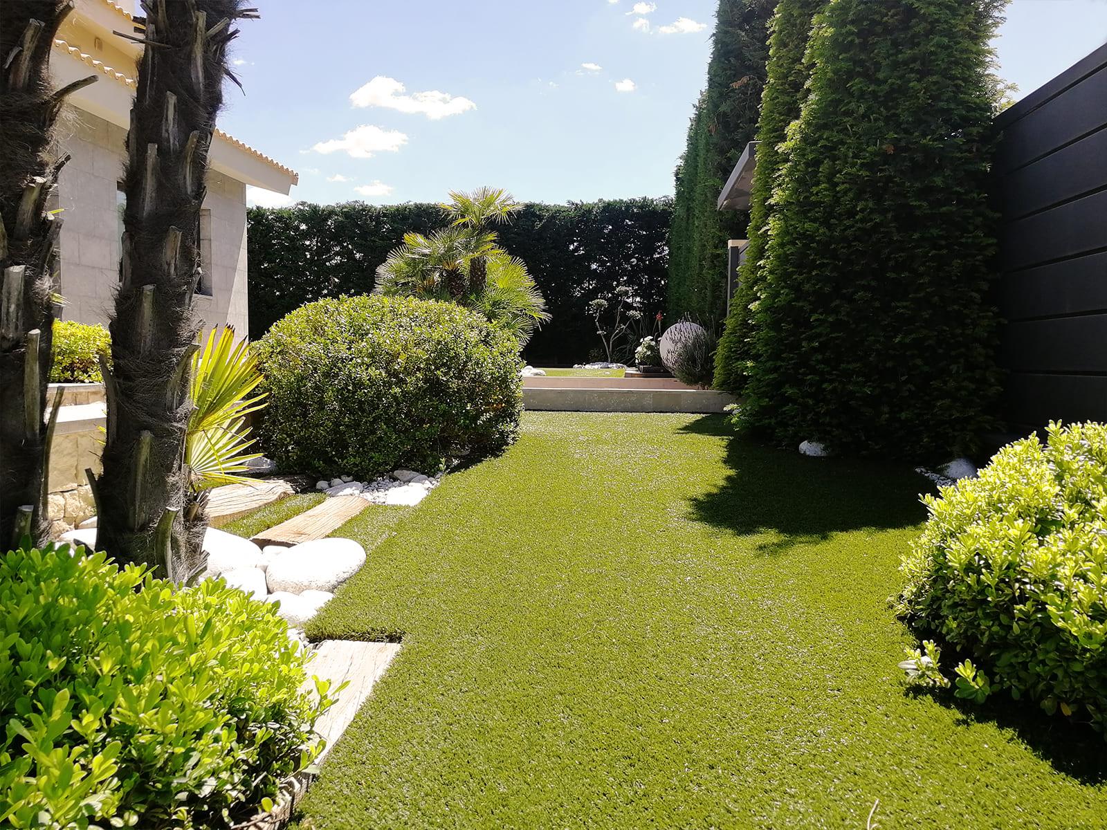 diseño-jardines-piscina-solarium-madera-IJ-03_HIDROJARDIN-Bañeres.jpg