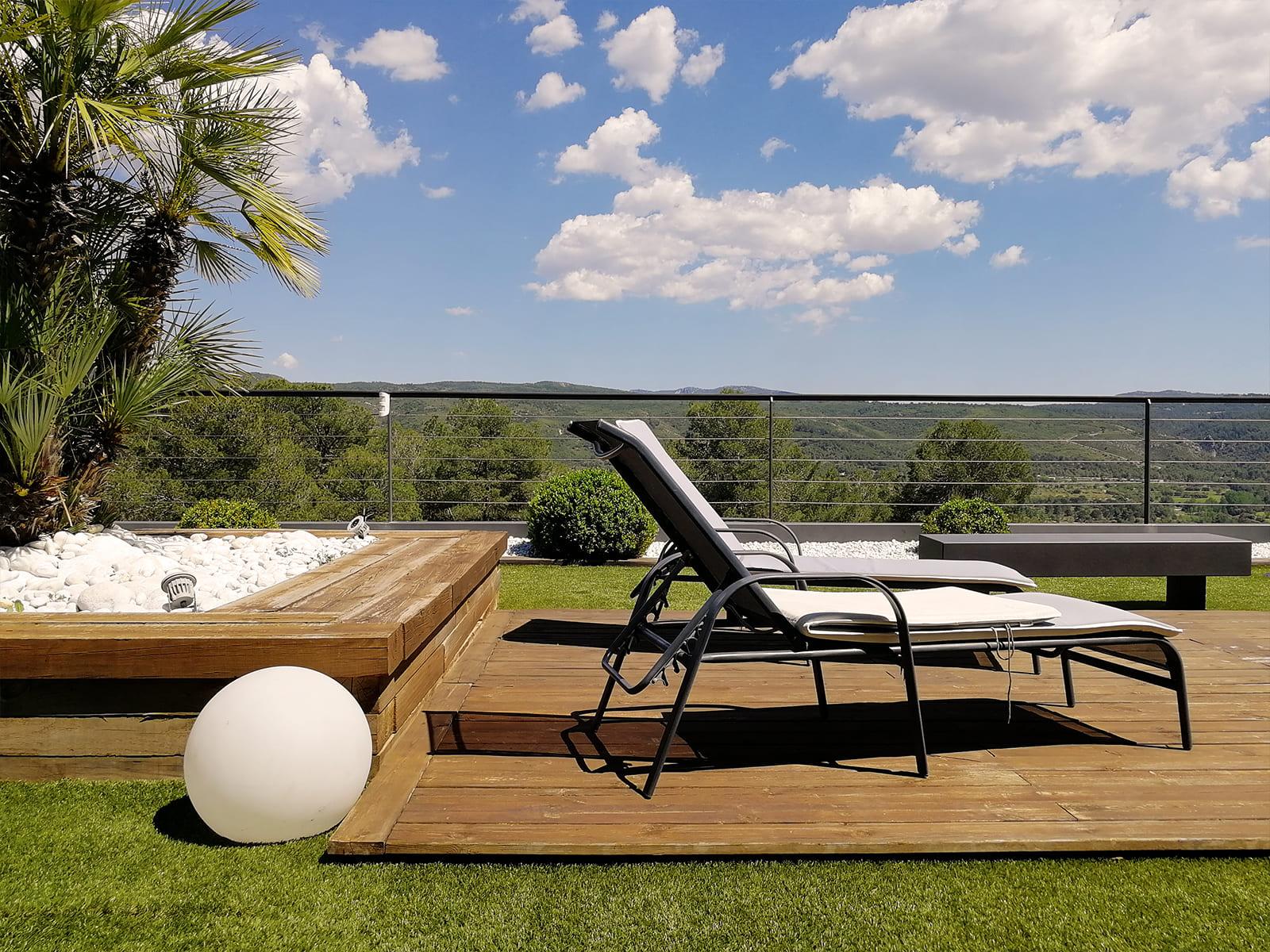 diseño-jardines-piscina-solarium-madera-IJ-15_HIDROJARDIN-Bañeres.jpg