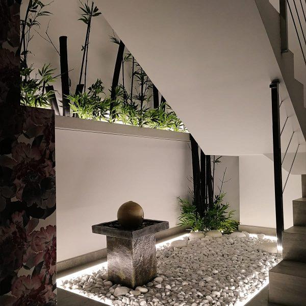 diseño-interiores-entrada-vivienda-escalera-bambu-JM-03_HIDROJARDIN-Bañeres