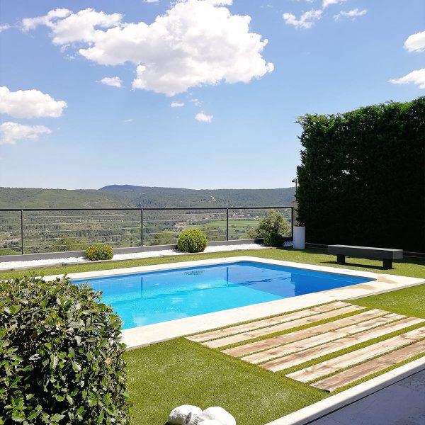 diseño-jardines-piscina-solarium-madera-IJ-10_HIDROJARDIN-Bañeres